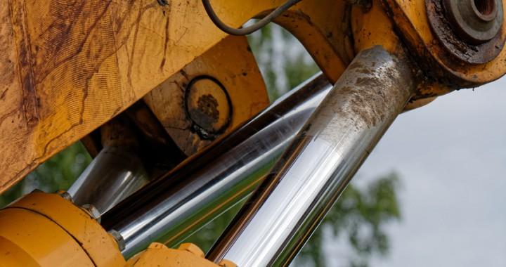 Bild: Hydraulikstangen durch Aufschweißen härten, Fotolia©illusoryreality